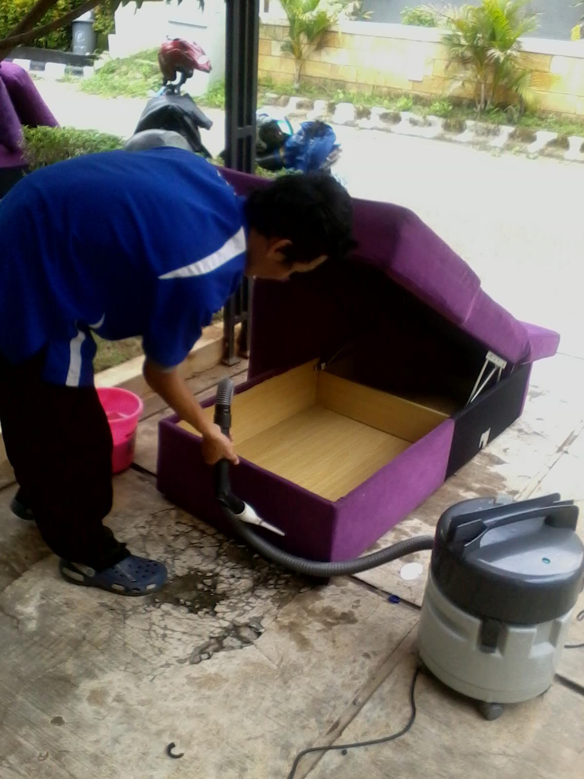 Cairan Pembersih untuk Cuci Sofa